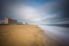 Долгая выдержка Атлантического океана в Virginia Beach, Вирджинии Стоковая Фотография