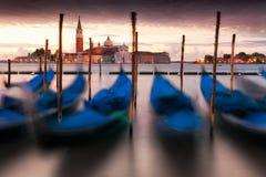 Долгая выдержка гондол в грандиозном канале, Венеции, Италии Стоковые Фотографии RF