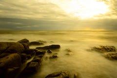 Долгая выдержка захода солнца пляжа Стоковое Изображение RF
