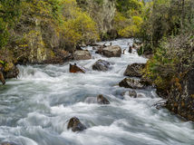 Долгая выдержка снятая реки горы Стоковое Изображение