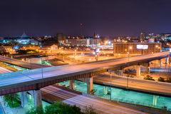 Долгая выдержка шоссе на nighttime в Балтиморе, Мэриленде Стоковые Фотографии RF