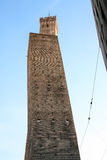 Должный символ башни Torri 2 болонья города Стоковое Изображение