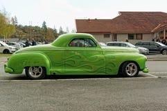 Додж покрашенный зеленым цветом стоковые фото