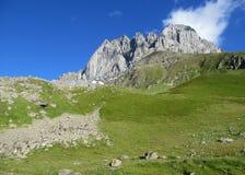 Долина кавказской горы зеленая Стоковая Фотография
