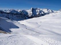 Долина катания на лыжах в Пиренеи Стоковое фото RF