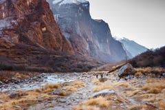 Долина на треке базового лагеря Annapurna, Непал Modi Khola стоковые изображения rf