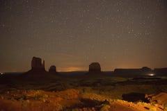 Долина памятника в Юте на Nigjtht Стоковое фото RF