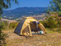 Долина располагаясь лагерем шатра стоковые фотографии rf