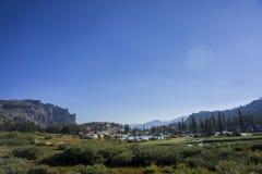 Долина с озером и скалой Стоковое Фото