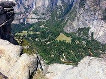 Долина Yosemite и река Merced от пункта ледника Стоковые Фото