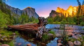 Долина Yosemite на заходе солнца Стоковое фото RF