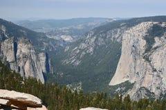 Долина Yosemite от купола часового Стоковая Фотография