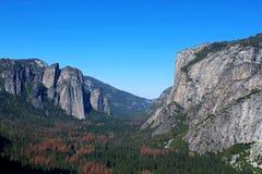 Долина Yosemite от следа 4-мили, Yosemite, национального парка Yosemite Стоковая Фотография RF