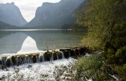 Доломиты Италия Dobbiaco озера стоковые изображения