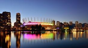 ДО РОЖДЕСТВА ХРИСТОВА место и False Creek, городской пейзаж Ванкувера Стоковая Фотография