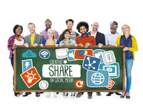 Доля деля концепцию загрузки социальной сети средств массовой информации онлайн стоковые изображения rf