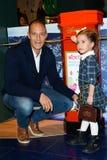 Доля магазина Дисней старт кампании призрения волшебных детей в Лондоне стоковые изображения rf