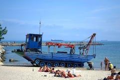 Драгируя машина на пляже Стоковое Фото