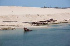 Драгируя оборудование на берегах канала Суэца Стоковая Фотография RF
