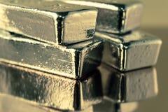 Драгоценное сияющее золото в слитках Предпосылка для концепции банка финансов Торговые драгоценные металлы Миллиарды стоковые фотографии rf