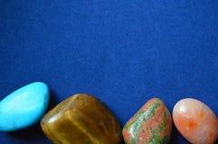 Драгоценные и самоцветные камни и минералы стоковые изображения