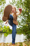Драка ребенка в осени в природе Стоковое Изображение