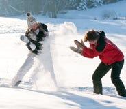 Драка Snowball и потеха зимы Стоковая Фотография