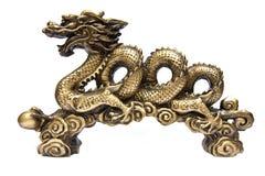Золотистый дракон изолированный на белой предпосылке Стоковые Фотографии RF