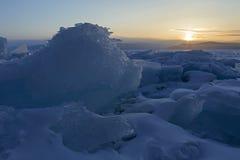 Дракон льда смотря восходящее солнце Стоковые Изображения