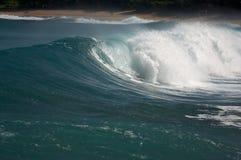 драматическая волна shorebreak Стоковое Изображение RF