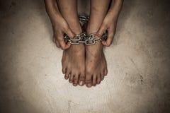 Драматическая деталь прикованных ног Стоковая Фотография