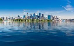 Драматическая панорамная гавань Сиднея фото стоковое изображение rf