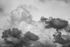 Драматическая предпосылка облаков кумулюса Стоковые Изображения RF