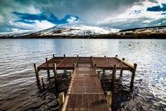 Драматическая пристань на Lochernhead в Шотландии Стоковое Фото