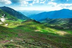 Драматическая сценарная долина ландшафта горы Стоковое Фото