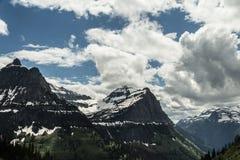 Драматические небеса над парком ледника стоковые изображения rf