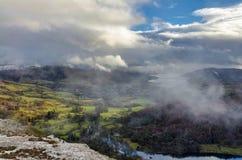 Драматические облака и туман на шраме Nab Стоковые Изображения