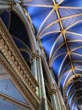 Драматические своды базилики Нотр-Дам в Монреале Канаде стоковые фотографии rf