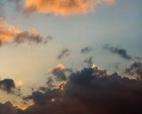 Драматические унылые облака захода солнца Стоковые Фотографии RF