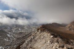 Драматический взгляд над ледником Ngozumpa в Sagarmatha Стоковое фото RF
