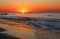 Драматический восход солнца Атлантического океана стоковые фотографии rf