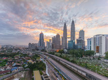 Драматический восход солнца на горизонте города Куалаа-Лумпур Стоковое Изображение