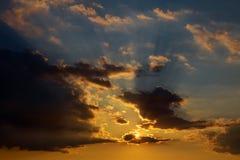 Драматический заход солнца и небо восхода солнца Стоковые Фото