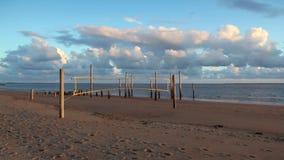 Драматический заход солнца на пустом пляже, Hjerting, Ютландия, Дания акции видеоматериалы