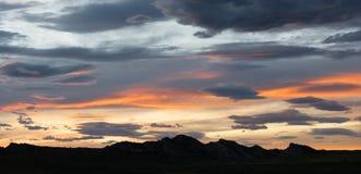 Драматический заход солнца сумрака вечера Skyscape контраста длиной панорамный Стоковое Изображение