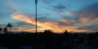 Драматический заход солнца и небо восхода солнца Стоковые Изображения RF