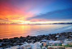 Драматический заход солнца на Kota Kinabalu Сабахе Стоковая Фотография RF