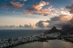 Драматический заход солнца Рио-де-Жанейро Стоковые Изображения