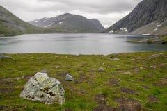 Драматический ландшафт горы в Скандинавии Стоковая Фотография