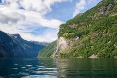 Драматический ландшафт фьорда в Норвегии Стоковые Изображения RF